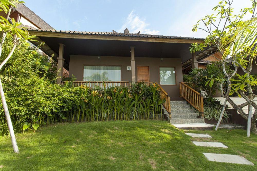 Uluwatu-Cliff-Villa-Villa-Garden-3